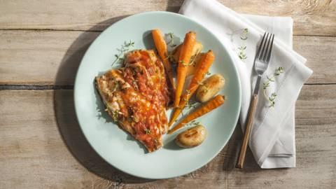 Τσιπούρα με τομάτα και ψητά λαχανικά