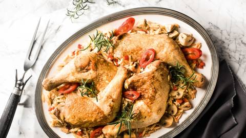 Μπούτι κοτόπουλου με κριθαράκι και μανιτάρια