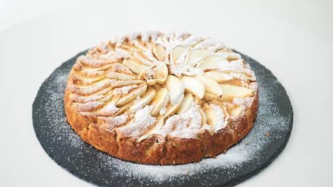Γιορτινή μηλόπιτα με κονιάκ, μανταρίνι και καρύδια