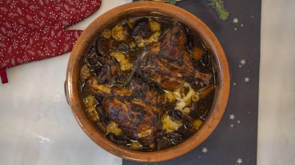 Χοιρινό κότσι στο φούρνο με λαχανικά, χουρμάδες και αρσενικό Νάξου