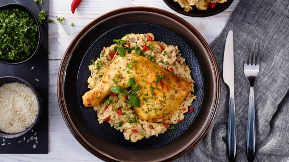 Μπούτι κοτόπουλο στο φούρνο με πιλάφι
